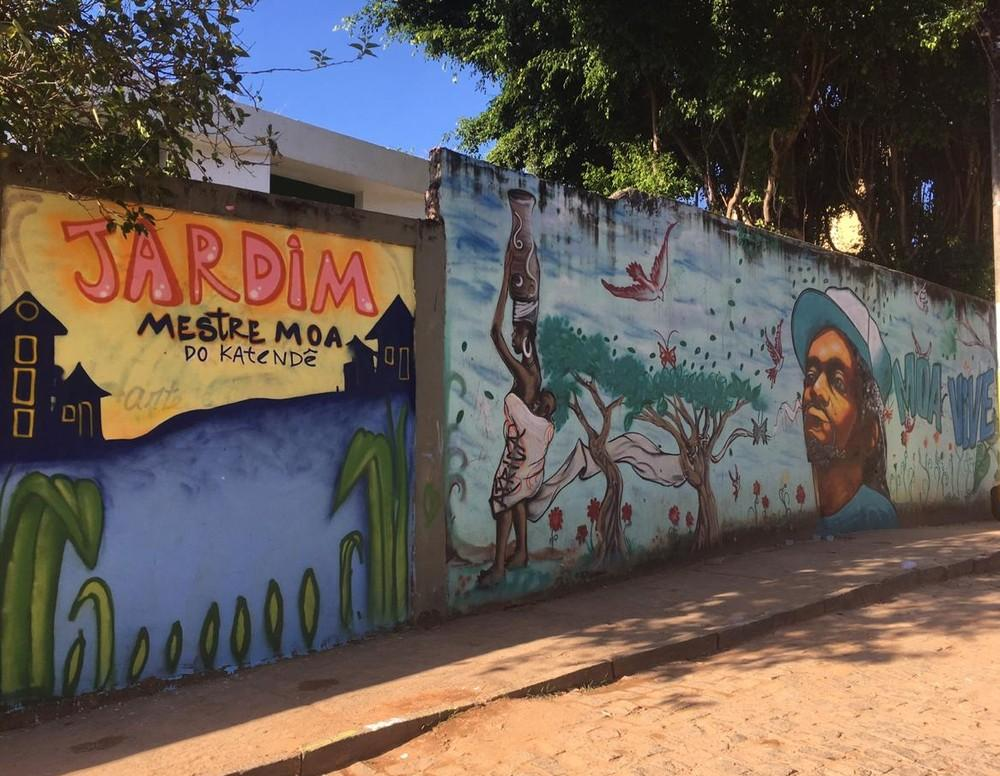 Grafites em muros de Salvador homenageiam mestre Moa do Katendê