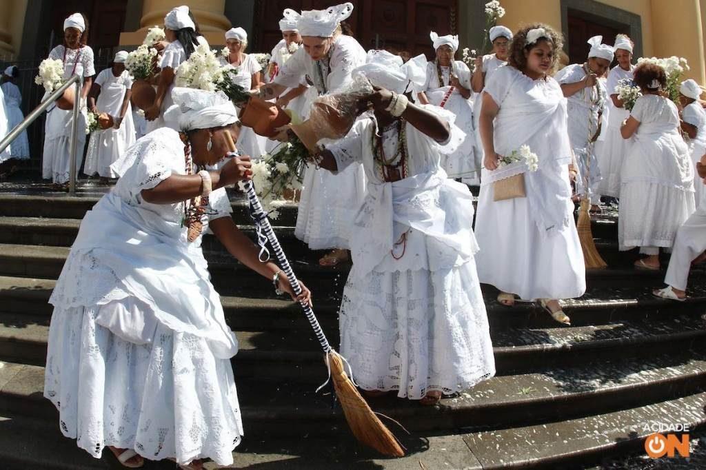 Campinas: Multidão acompanha Lavagem da Escadaria da Catedral